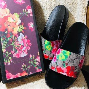 Gucci Supreme Blossom Size 42 Slides🦋💗💗🌺